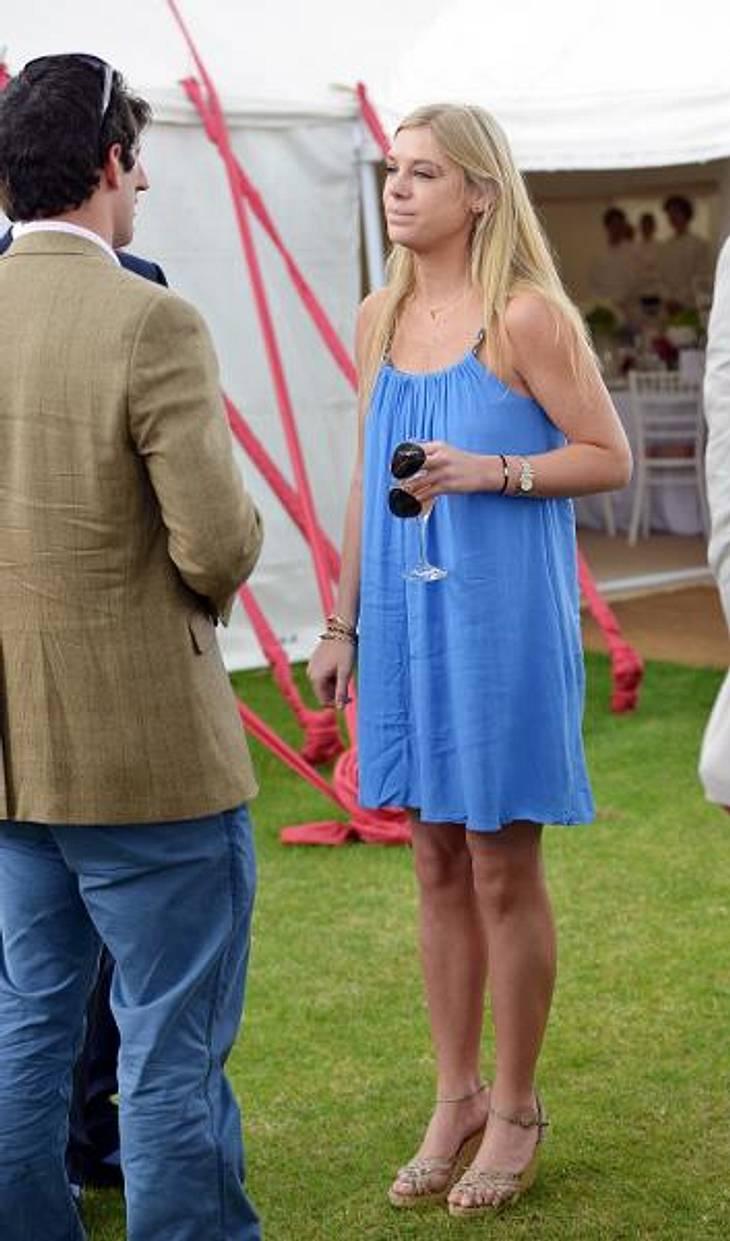 Star-Style: Die Promis machen blau!Chelsy Davy (26) erschien zum Polo-Turnier in diesem - etwas sackartigen und ungebügelten - Hängerchen.