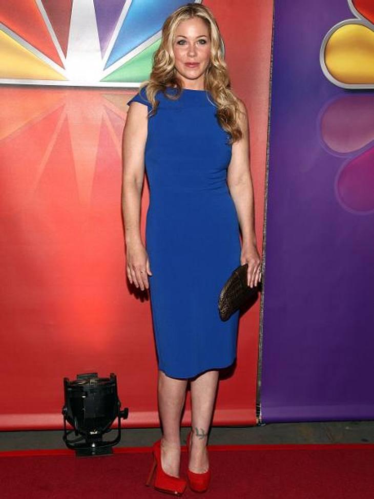 Star-Style: Die Promis machen blau!Schlicht und ergreifend: Christina Applegates (40) Pencil Dress hätten vielleicht ein paar Accessoires gut getan...
