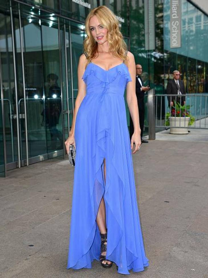 """Star-Style: Die Promis machen blau!Einfach wow! Heather Graham (42) entschied sich beim """"CFDA Fashion Award"""" für diesen romantisch-verspielten Nicole Miller-Dress."""