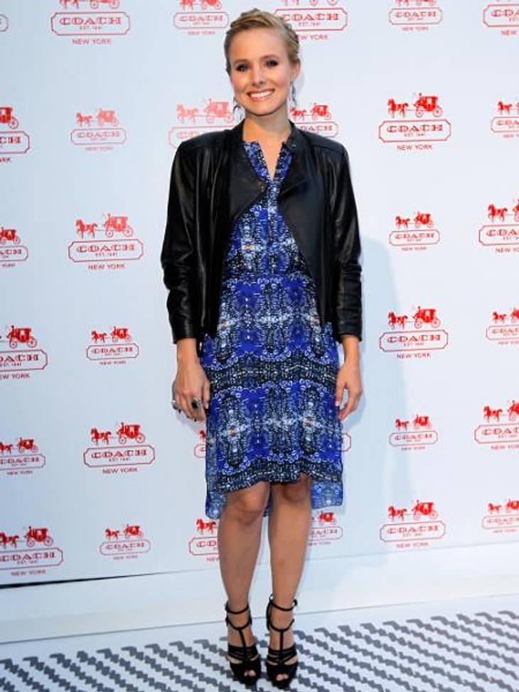 Star-Style: Die Promis machen blau!Kristen Bell (31) setzte auf Blau mit leicht psychedelischem Muster.