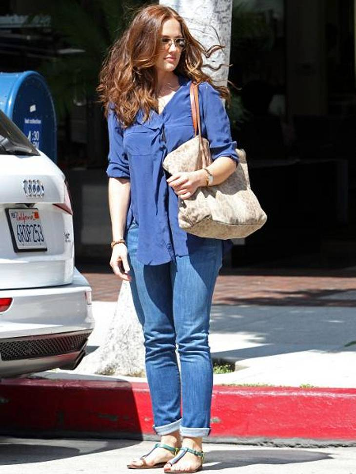 Star-Style: Die Promis machen blau!Von Kopf bis Fuß auf Blau eingestellt: Minka Kelly (33) spaziert in dieser lässigen Jeans-Tunika-Kombi durch L.A.
