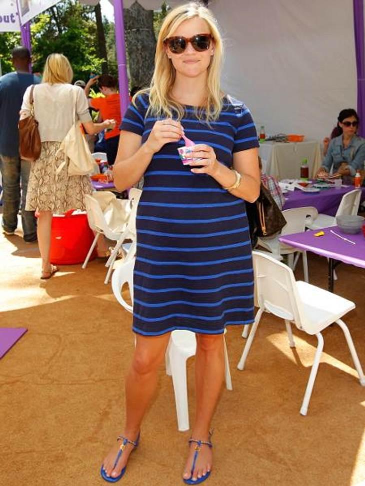 Star-Style: Die Promis machen blau!Cooler Festival-Style: Reese Witherspoon (36) versteckt ihren Baby-Bauch unter diesem Ringelkleidchen.