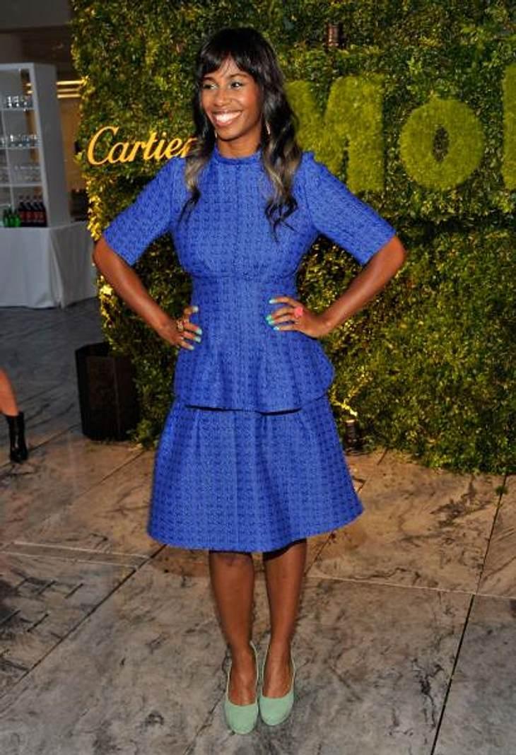 Star-Style: Die Promis machen blau!Gelungener Mix: Sängerin Santigold (35) kombinierte das blaue Kleid zu türkisfarbenem Make-up, Nagellack und Schuhwerk.