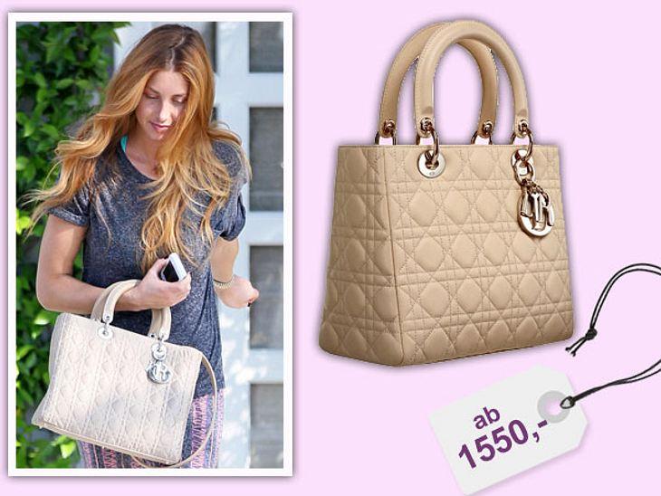 Star-Style: Das kosten die Designer-TeileLady Dior - so nennt sich die Tasche, die Whitney Port da trägt. Sehr schick auch zum Casual-Look. Die kleinste Variante ist für 1.550 Euro über www.dior.com zu bestellen.