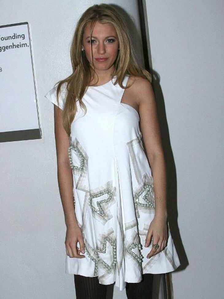Star-Style: Herzchen...und nun nochmal hinsehen! Das sind tatsächlich Herzchen auf Blake Livelys (24) Kleid. Sie ist eben doch eine Spur cooler als alle anderen.