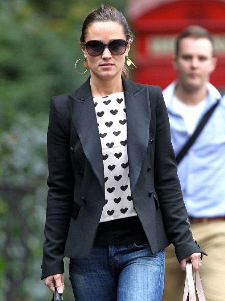 Star-Style: HerzchenAls kühle Engländerin hat Pippa Middleton (28) nicht gerade den Ruf, besonders herzlich zu sein. Warum dann nicht einfach mit dem passenden Shirt nachhelfen?