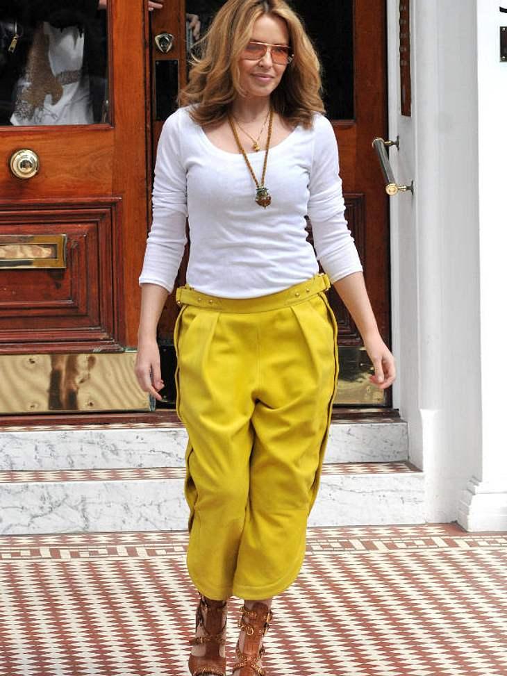 Star-Style: Bunte HosenKylie Minogue hat sich zur Abwechslung mal für eine sonnengelbe Hose entschieden.
