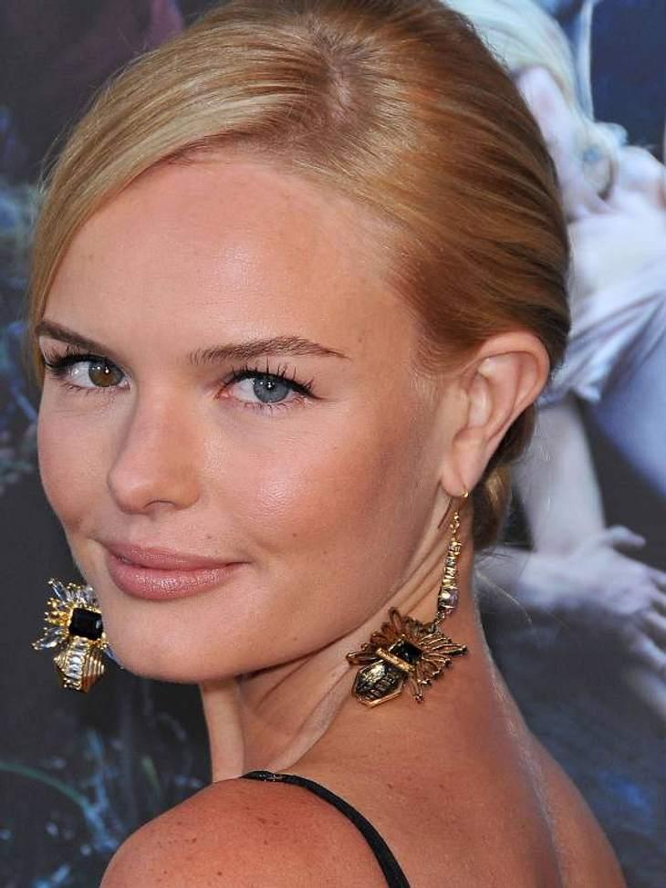 Kate Bosworth besticht nicht nur durch ihre unterschiedlichen Augenfarben, sondern auch durch ihren massiven Ohrschmuck.