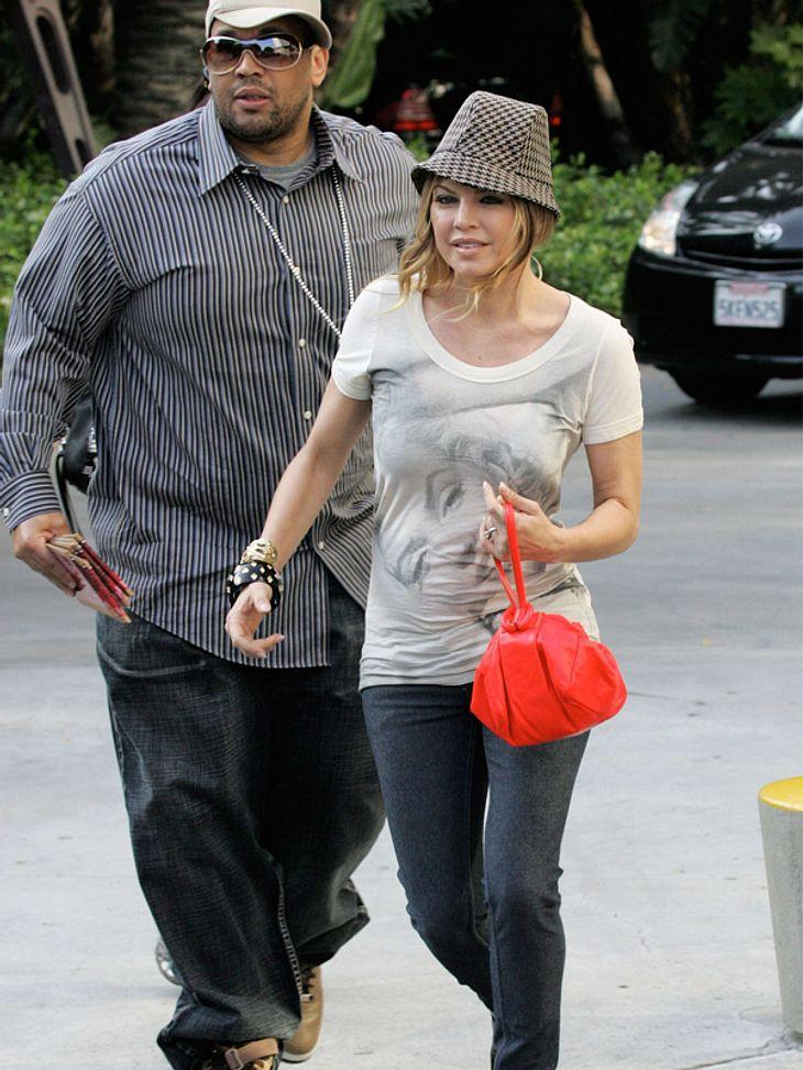 Star-Style: Diese Promis sind selber Fans - und tragen Band-Shirts!Fergie setzt auf Klassiker: Ihr Shirt ziert Marilyn Monroe.
