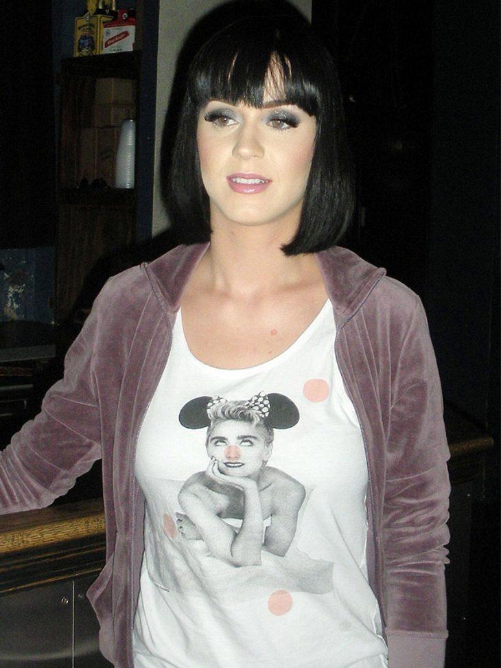 Star-Style: Diese Promis sind selber Fans - und tragen Band-Shirts!Katy Perry scheint ganz benommen von ihrer Fan-Liebe. Einmal Queen of Pop sein...