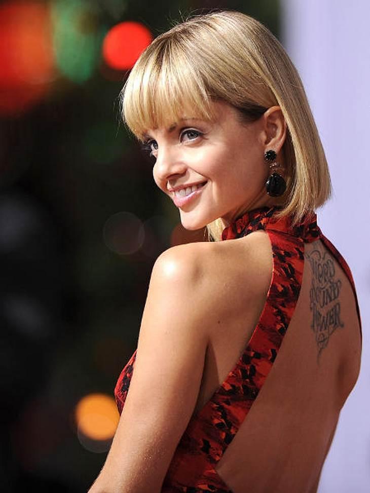 """Stars lieben Bob-Frisuren,""""American Beauty"""" Mena Suvari (32) liebt Bob-Frisuren. Mit der Haarlänge kann man ihr Tattoo ja auch am besten sehen..."""