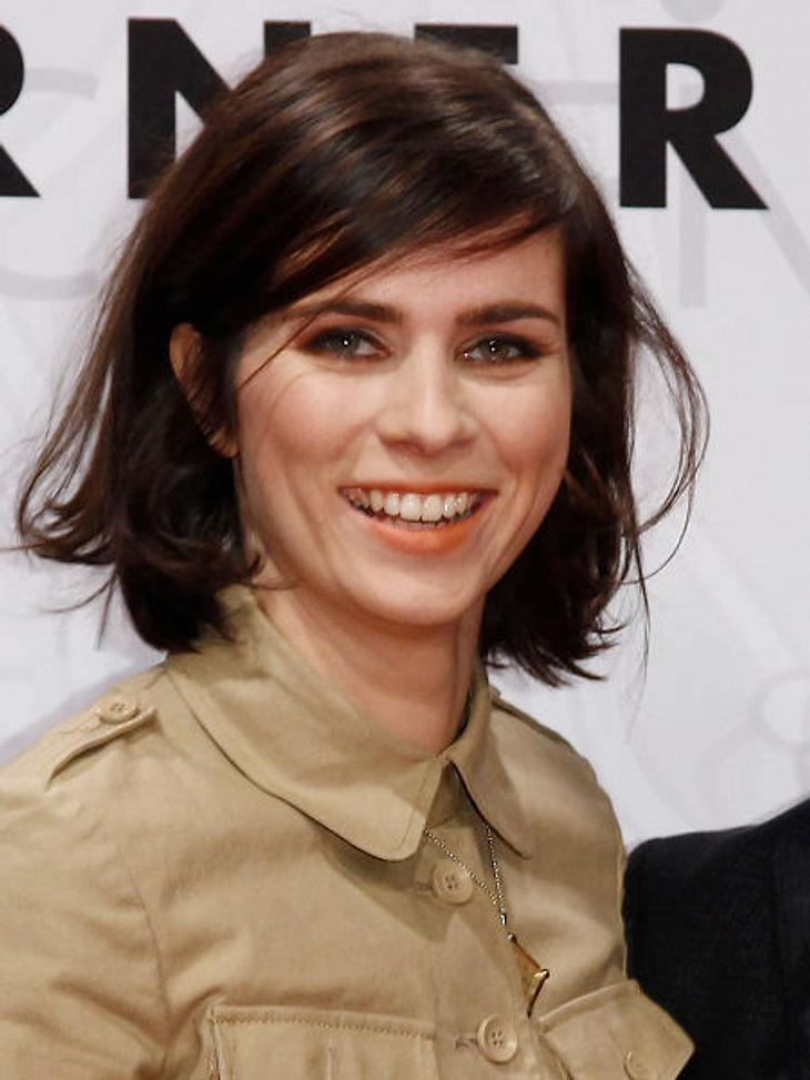 """Stars lieben Bob-Frisuren,Auch in Deutschland sind Bob-Frisuren angesagt. In ihrem neuen Film """"Offroad"""" hatte Nora Tschirner (30) noch längeres Haar. Doch pünktlich zur Premiere trägt auch sie Bob."""