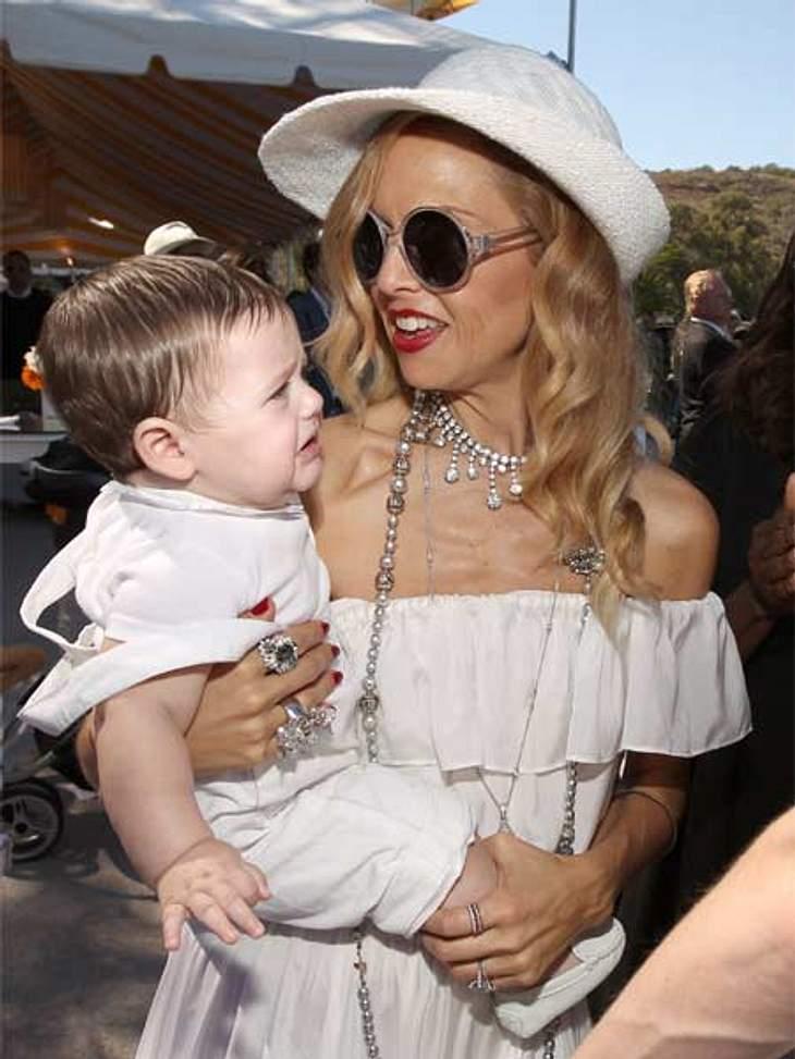 Partnerlook geht normalerweise gar nicht: Einziger Ausnahmefall: Die Mama heißt Rachel Zoe und ist eine amerikanische Top-Stylistin, schon mal das Baby, in diesem Fall SohnSkylar Berman, zum Accessoire.