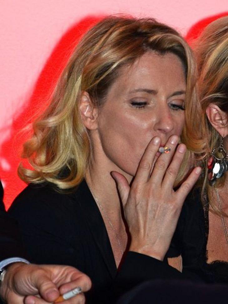 Stars, die rauchenMaria Furtwängler sieht noch so gut aus und das trotz Qualmerei. Aber sie beteuert, sich nur gelegentlich eine Zigarette zu gönnen. Nur in ihren Filmen müsse sie ständig rauchen.