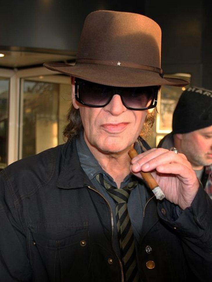 Stars, die rauchenZigaretten? Kinderkram! Udo Lindenberg bevorzugt die Zigarre. Und ganz ehrlich - ohne die, ist wie ohne Hut - eben kein richtiger Lindenberg.