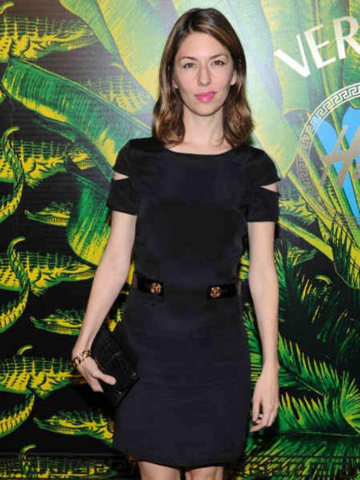 """Stars tragen """"Versace for H&M"""": Sofia Coppola,Die """"Lost In Translation""""-Regisseurin Sofia Coppola in einem schlichten Kleid aus der """"Versace for H&M""""-Kollektion."""