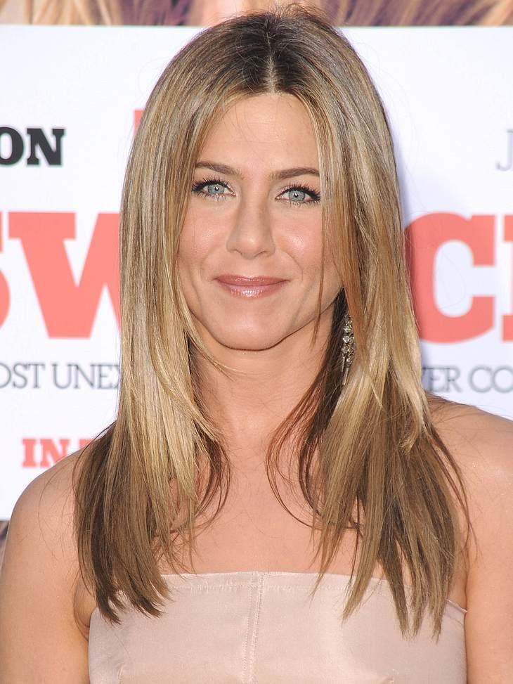 """Top 10 der Star-Frisuren bei GoogleDas war klar, denn Jennifer Anistons Frisur will einfach jeder haben. Früher die typische Rachel-Frisur aus """"Friends"""", heute ihren smarten und blond-gesträhnten Mittelscheitel-Look: Platz drei be"""