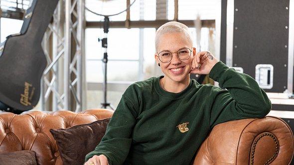 Stefanie Heinzmann mit Glatze - Foto: TVNOW / Markus Hertrich