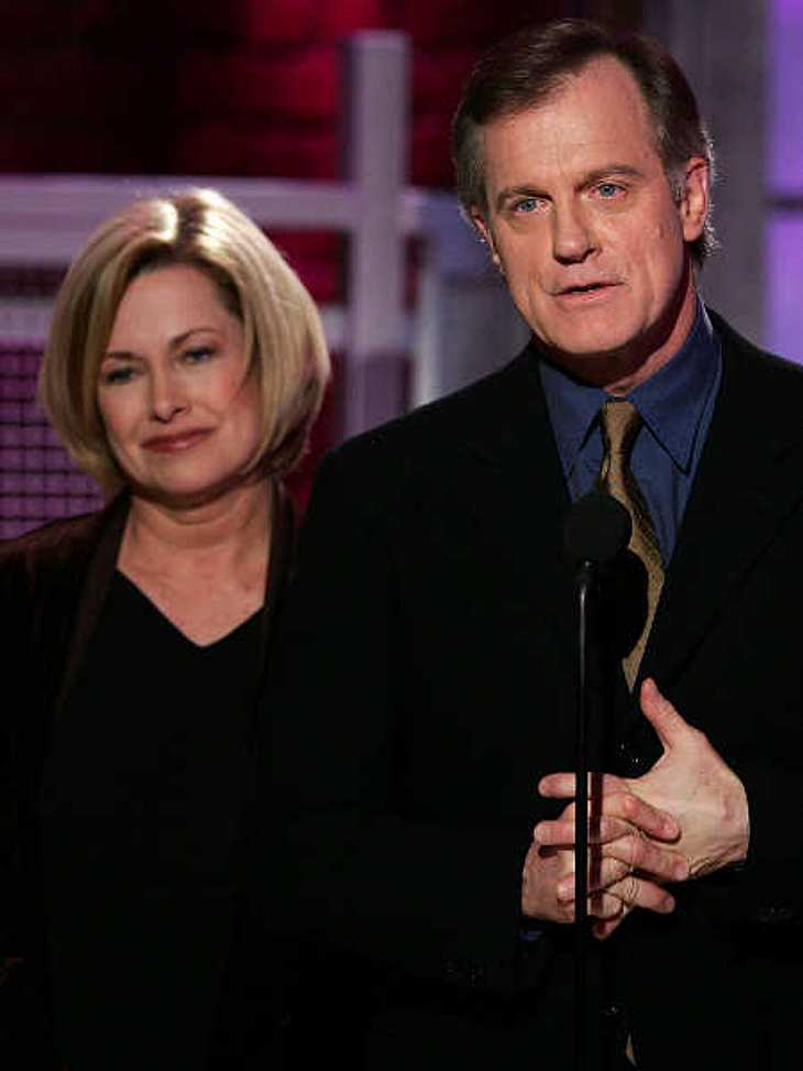 Catherine Hicks verteidigt Stephen Collins.