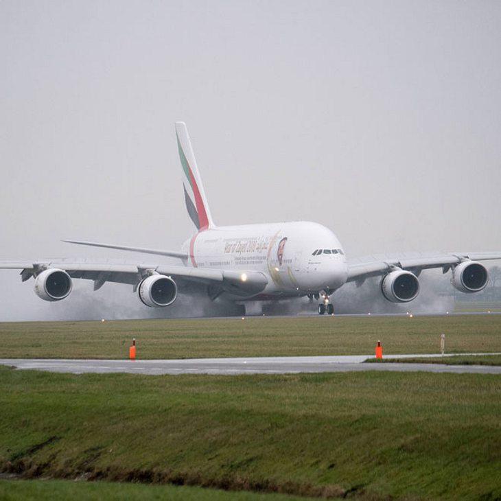 Todes-Drama: Stewardess fällt aus dem Flugzeug und stirbt!