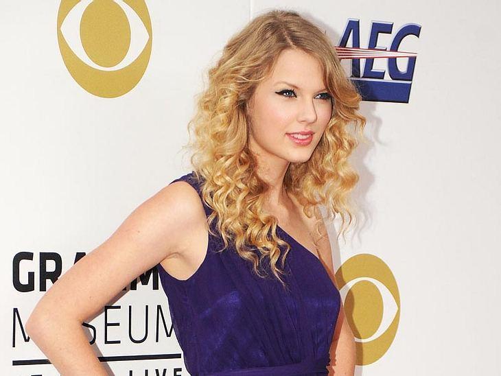 Taylor Swift oder Emmy Rossum - wem steht das Kleid besser?