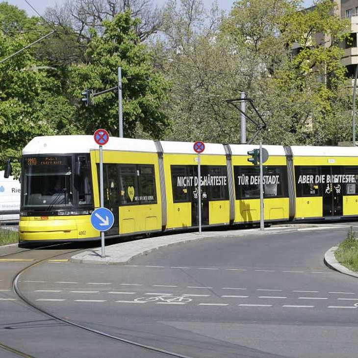Schwerer Straßenbahn-Unfall in Berlin: Mehrere Verletzte!