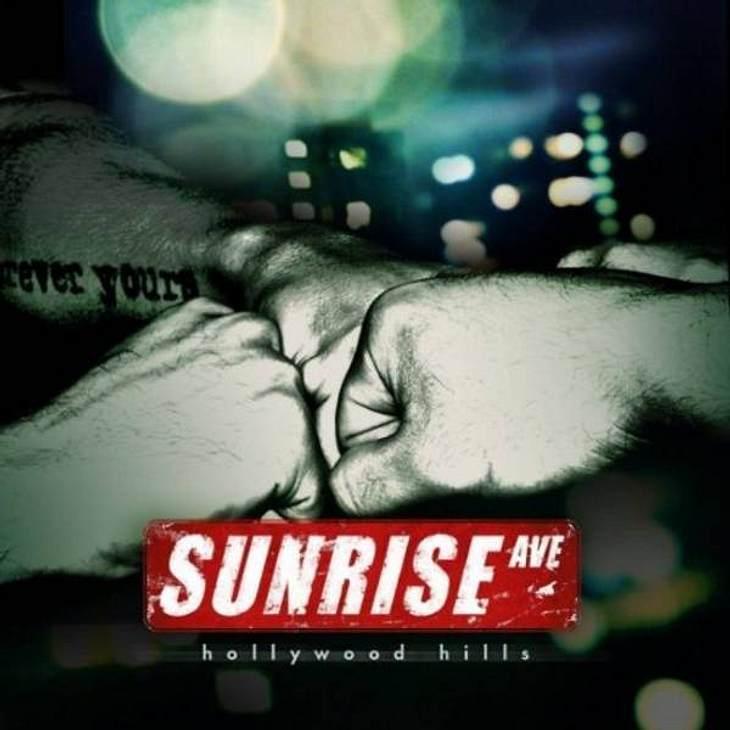 """Sunrise Avenue - """"HollyWood Hills"""",Das meint die WUNDERWEIB.de-Redaktion:Der Song war zwar schon im letzten Monat dabei, aber er ist immernoch so toll und eignet sich perfekt zum unbestimmten Mitsummen. Macht gute Laune. Sunrise A"""