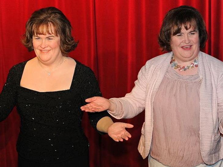 """Auch Gesangswunder Susan Boyle hat bei """"Madame Tussauds"""" eine Wachs-Puppe bekommen. Man kann fast nicht erkenne, wer hier, wer ist."""