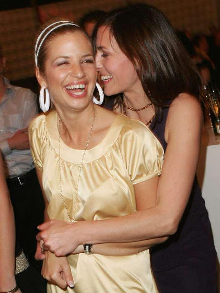 """Die schönsten Bilder von Susan Sideropoulos: Mai 2007,Susan Sideropoulos albert gerne mit ihren """"GZSZ""""-Kollegen rum. Hier mit Ulrike Frank (alias Katrin Flemming-Gerner bei """"GZSZ"""")."""