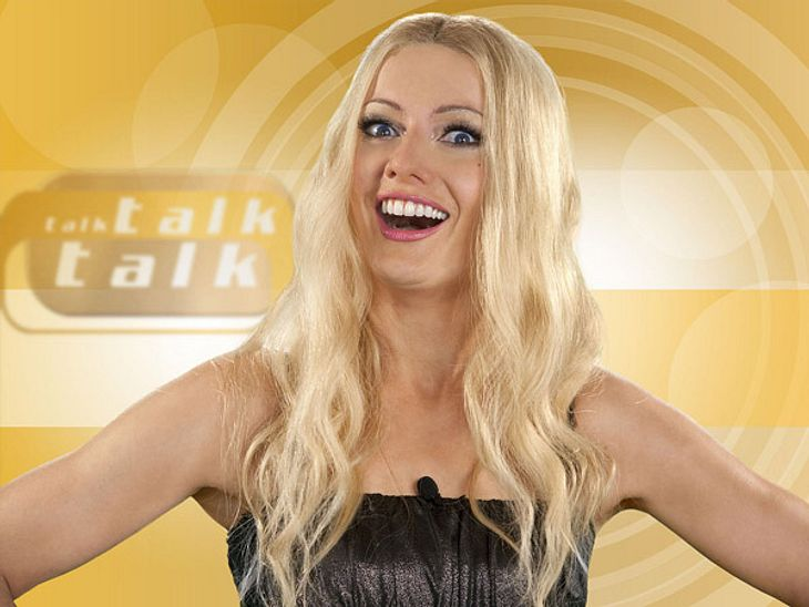 """Die parodierten Promis aus """"Switch reloaded"""",Die TV-Moderatorin Sonya Kraus macht man mit ihrer Sendung """"Talk Talk Talk"""" nach."""