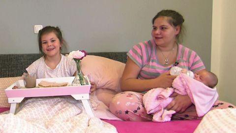 Sylvana Wollny und ihre Töchter Celina-Sophia und Anastasia - Foto: RTLzwei
