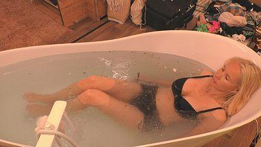 Sylvia Leifheit nackt Badewanne - Foto: Sat.1