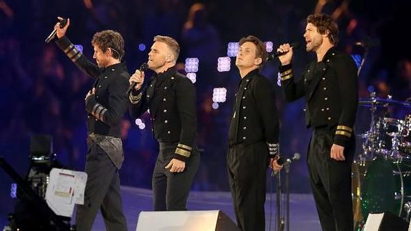 Gary Barlow (2. von links) zog das Konzert trotz seiner Trauer tapfer durch - Foto: GettyImages