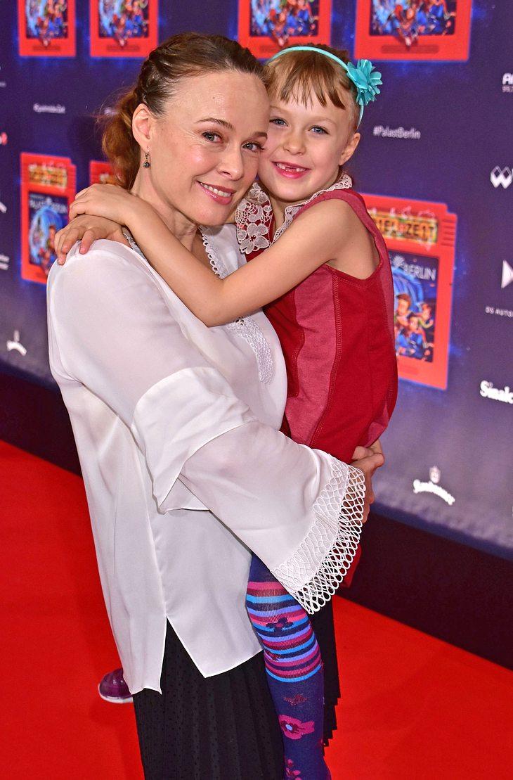 Tami Stronach (die kindliche Kaiserin) und ihre Tochter
