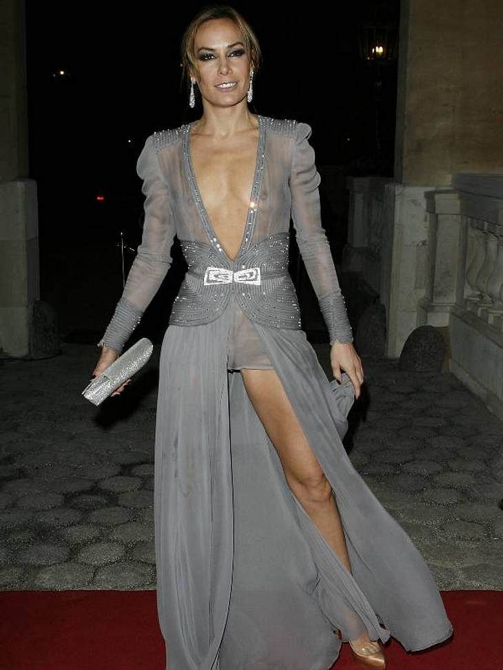 Zwei Stars, ein Kleid: Diese Stars tragen die gleichen Klamotten!Der Look von Tara Palmer-Tomkinson:... als bei Society-Lady Tara Palmer-Tomkinson. Der XXL-Auschnitt und der hohe Beinschlitz sind einfach zu viel des Guten.