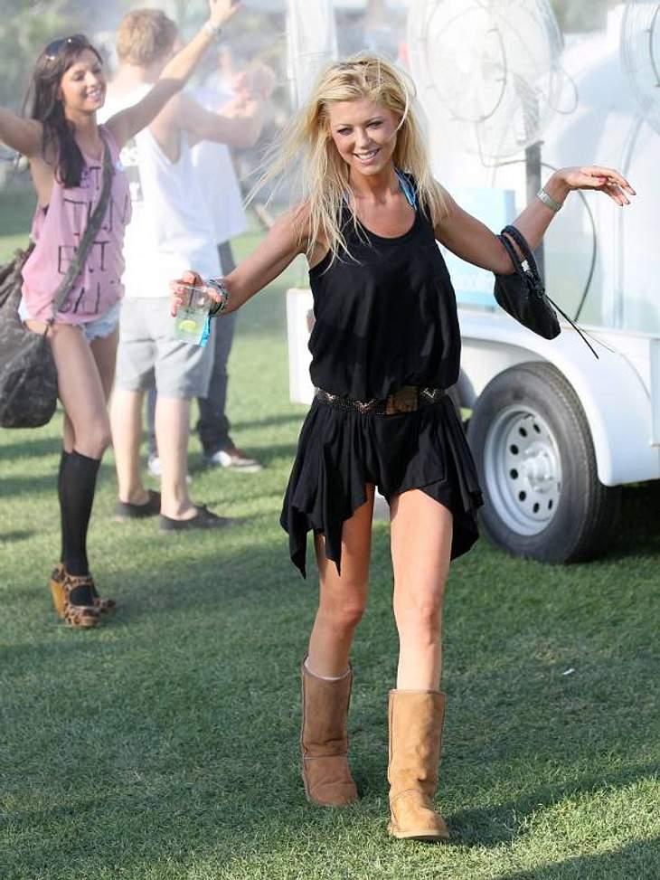 Coachella Festival Die ist gut drauf:  Tara Reid war zusammen mit  Paris Hiltons Ex Doug Reinhart zum Festival gekommen.