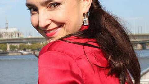 Tatjana Clasing alias Simone Steinkamp mag es lieber natürlich - Foto: RTL / Jovan Evermann