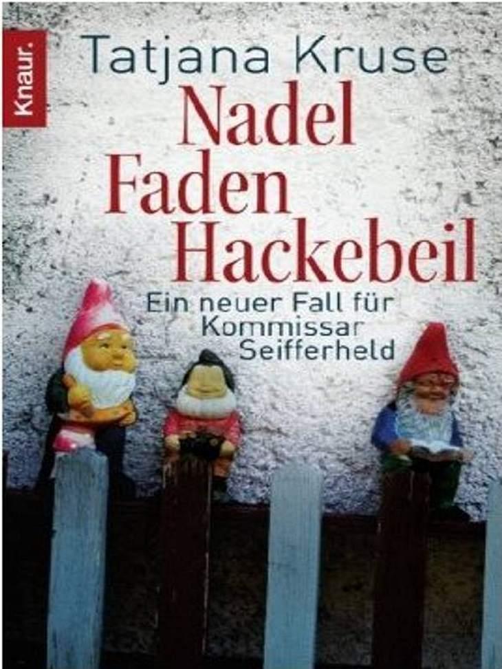 """Tatjana Kruse: Nadel, Faden, HackebeilKrimi, Knaur, ca. 8.99Darum Geht's in """"Nadel, Faden, Hackebeil"""": Als ein Landtagsabgeordneter ermordet auf der Toilette gefunden wird, greift Siggi Seifferheld mal wieder der Polizei unter die"""