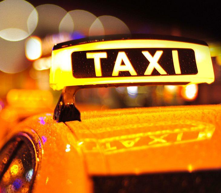 Paar hat Sex im Taxi - und bittet den Fahrer, auszusteigen