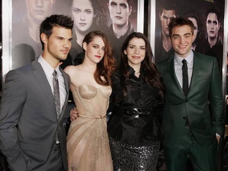 """""""Breaking Dawn """": Weltpremiere mit Kristen Stewart & Robert PattinsonGruppenfoto mit den """"Twilight""""-VIPs: Taylor Lautner, Kristen Stewart, Autorin Stephenie Meyer (38) und Robert Pattinson hatten sich für die Fotogra"""