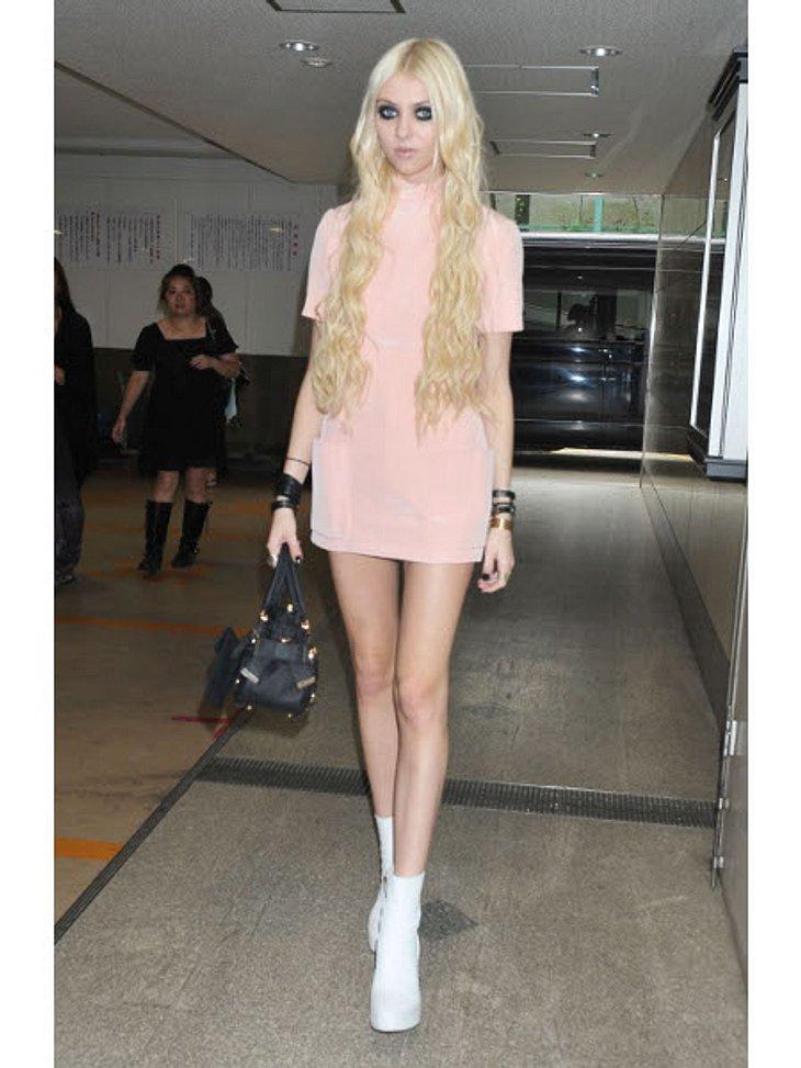 """Vom Kinderstar zum Sex-SymbolInzwischen ist Taylor Momsen (18) kaum wiederzuerkennen. Der Kinderstar von damals wurde berühmt durch die Serie """"Gossip Girl"""" und ist Sängerin der Rock-Band """"The Pretty Reckless""""."""