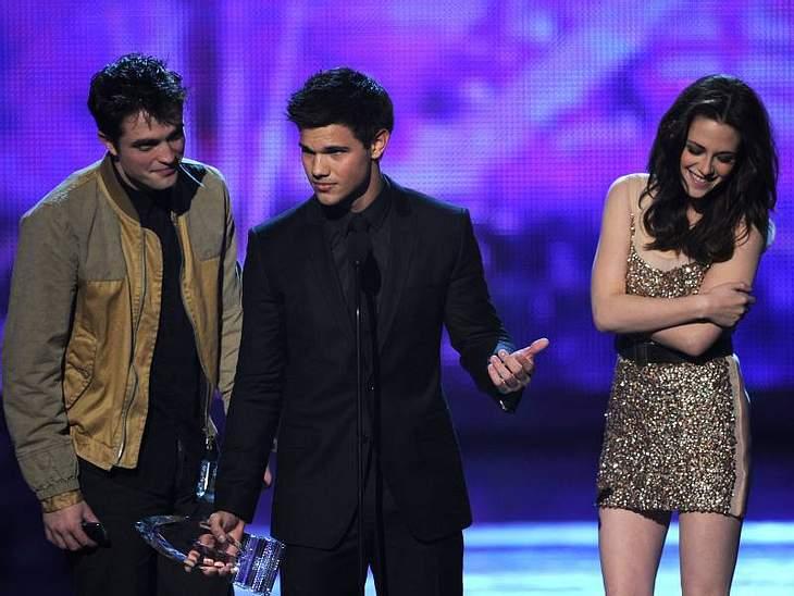 People's Choice Awards 2011 Taylor Lautner,  Kristen Stewart und  Robert Pattinson konnten sich über den Preis als beliebstestes Leinwand-Team.People's Choice Awards 2011