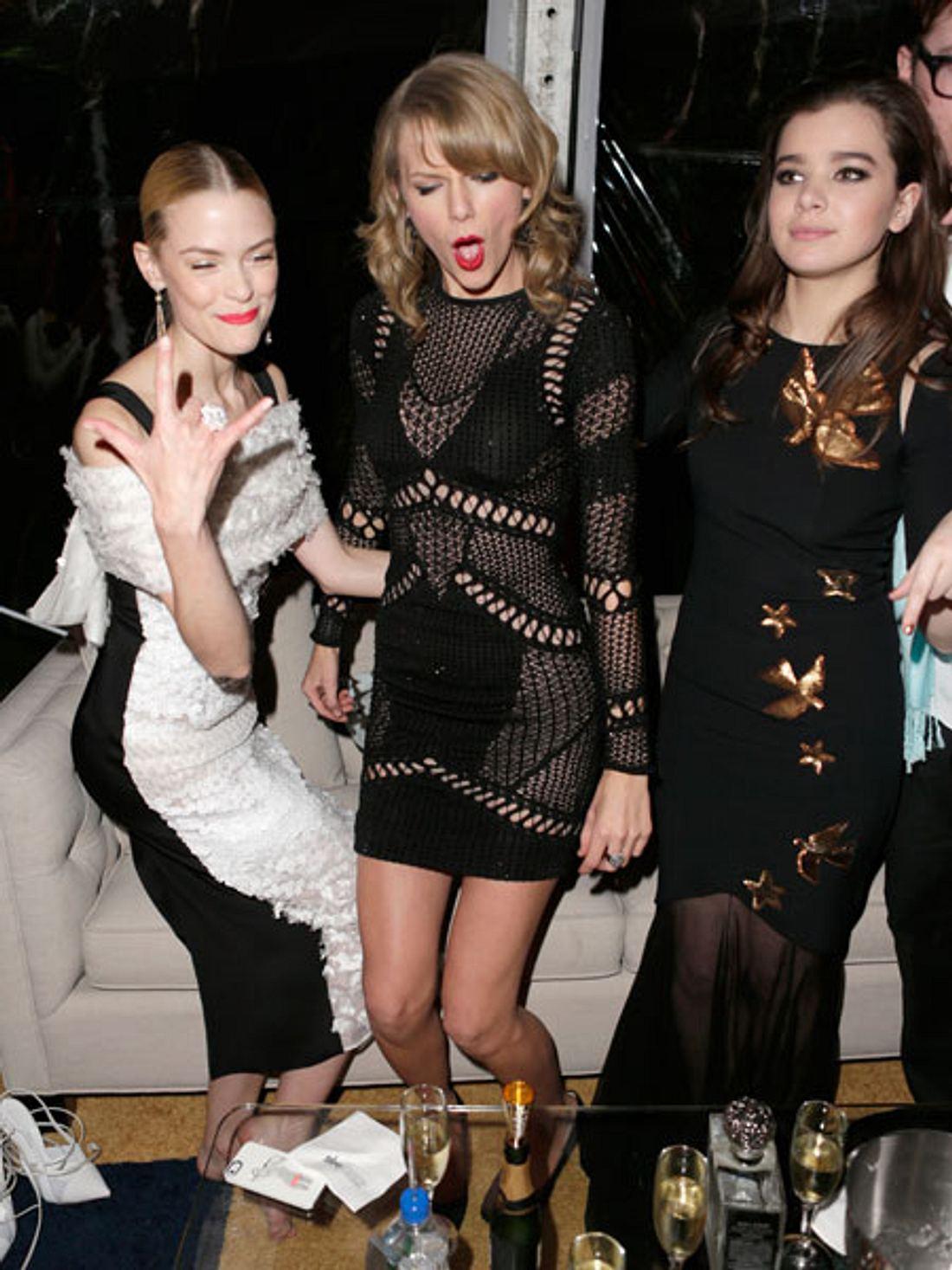 Taylor Swift feierte nach den Golden Globes in einem durchsichtigen Kleid.