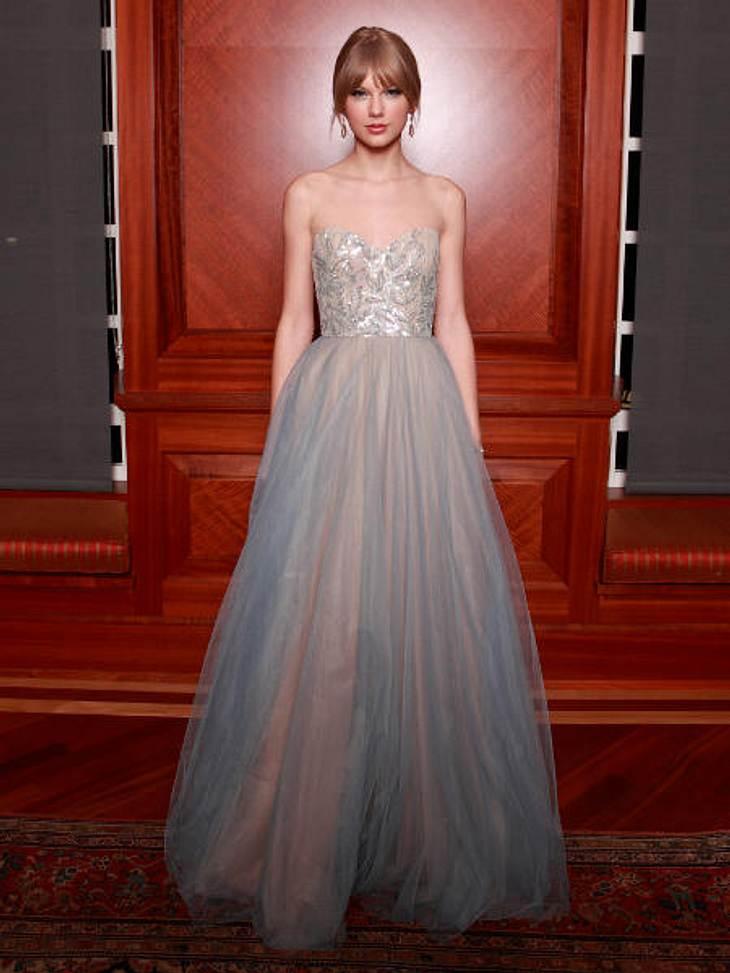 """Die Partykleider der StarsWie eine Prinzessin präsentiert sich Countrystar Taylor Swift beim """"Harmony Award""""."""