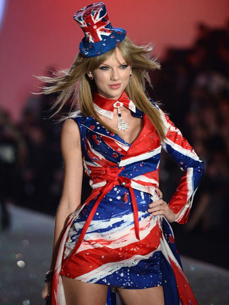 """""""Victoria's Secret"""" 2013 - So sexy und spektakulär war die ShowTaylor Swift sorgte für die musikalische Untermalung des Abends und wirkte in diesem Union-Jack-Outfit selbst wie ein Victoria's-Secret-Model aus."""