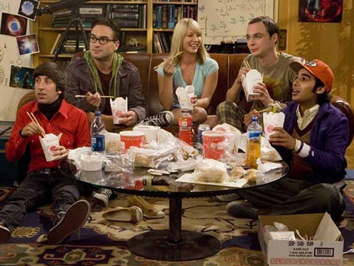 """""""The Big Bang Theory"""": Alles zur Kult-Serie,Bei den Freunden von """"The Big Bang Theory"""" gibt es Essen nach Kalender. Dienstags ist Cheeseburger Abend, jeden Mittwoch gibt es cremige Tomatensuppe, donnerstags ist Pizza-Nac"""