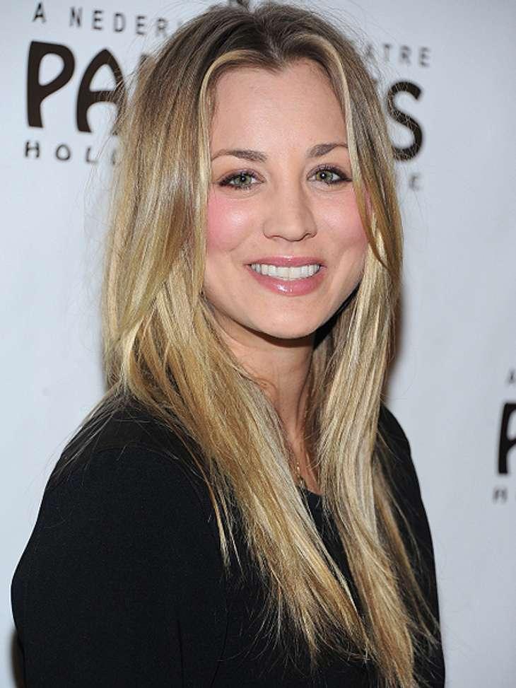"""Die """"The Big Bang Theory""""-Schauspieler ganz privatDa kann man ganz schön neidisch werden: Die hübsche Penny-Darstellerin Kaley Cuoco (27) benutzt privat kein Make-up. """"Meine Haut strahlt einfach von ganz alleine"""", verrät"""