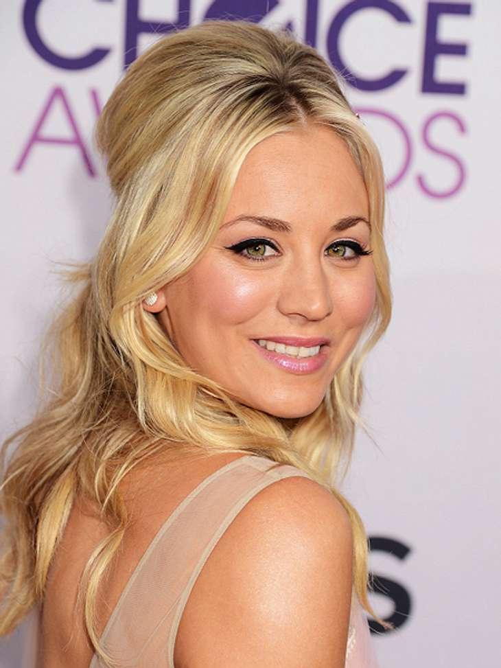 """Die """"The Big Bang Theory""""-Schauspieler ganz privatDer durch YouTube bekannte  """"Big Bang Theory""""-Flashmob war Kaleys Idee. Sie erzählte den Jungs am Set davon und sagte """"damit kriegen wir 20 Millionen Aufrufe""""."""