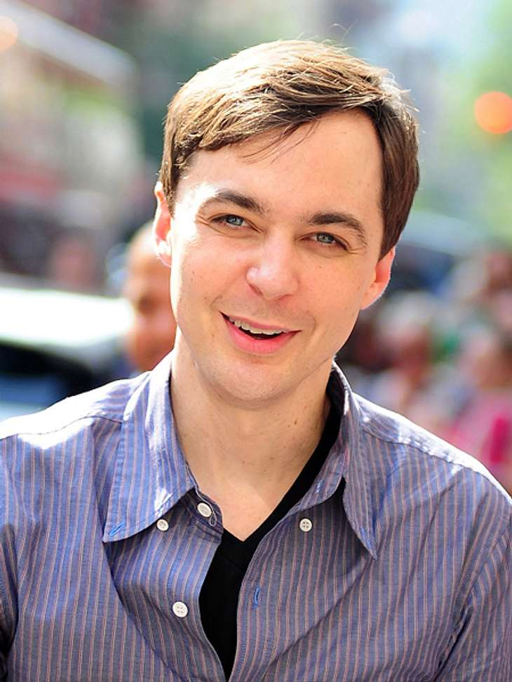 """Die """"The Big Bang Theory""""-Schauspieler ganz privatAls Kind war Jim Parsons ganz schön schüchtern. """"Ich erinnere mich daran, wie ich mit meiner Mutter in den Kindergarten kam und die anderen Kinder """"Hi"""" sagten. Ich k"""