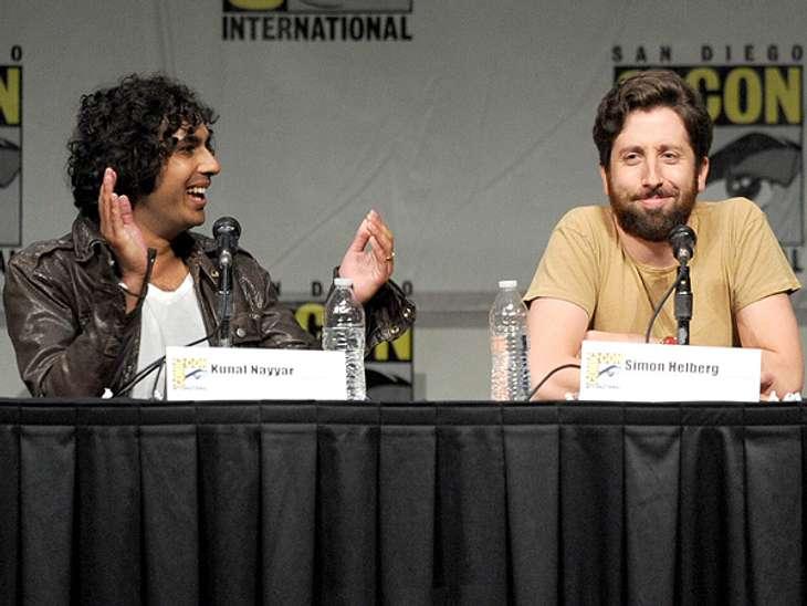 """Die """"The Big Bang Theory""""-Schauspieler ganz privatFür einen Lacher tut er alles, auch wenn das heißt, dass er dafür einen Mann küssen muss. In einer Folge küsst er als Howard seinen Serienkumpel Raj. """"Wir haben das natürlich"""
